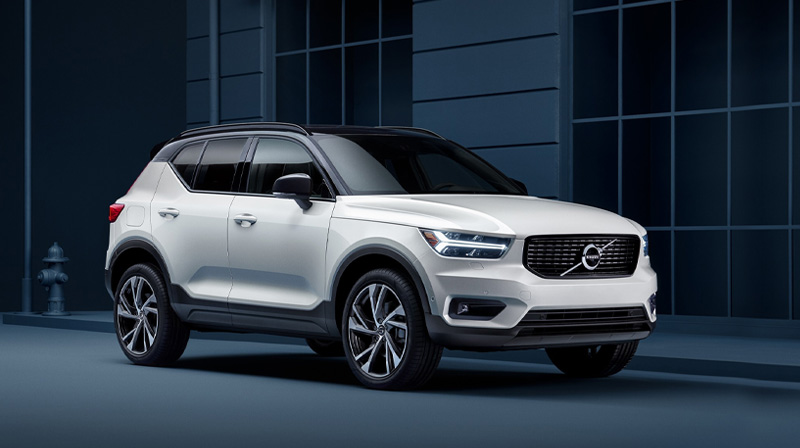 2020 VOLVO XC40 Parked under a bridge